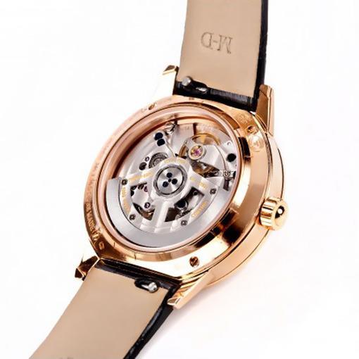 Женские часы jaeger-lecoultre reverso gran sport ladies из коллекции reverso корпус из желтого золота украшенный