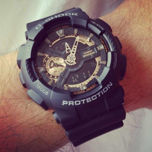 При этом материал, из которого выполнены часы, пластиковый: легкий, достаточно прочный, не подверженный выгоранию.